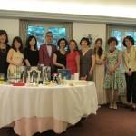 全員ではないのですが、平田&島崎先生を囲んでの記念写真です。